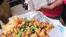 老外吃惯了中国美食,尝试印度街头有名小吃大失所望,从没吃过这么差劲的食物
