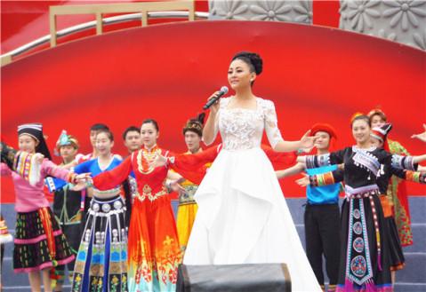 阿鲁阿卓献唱《美丽中国》