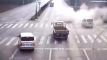 交警说: 这司机驾龄估计有15年,不然这辆五菱面包车不可能活着
