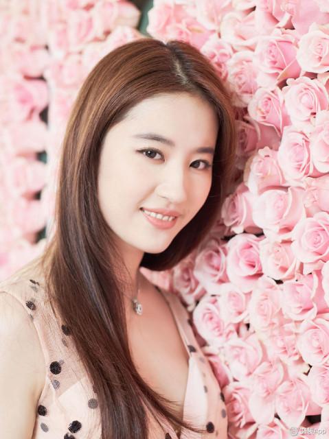 亚州视频姐也色_刘亦菲的唇妆爱美姐也很喜欢,气质的粉玫瑰色其实很考验唇部皮肤,粉色