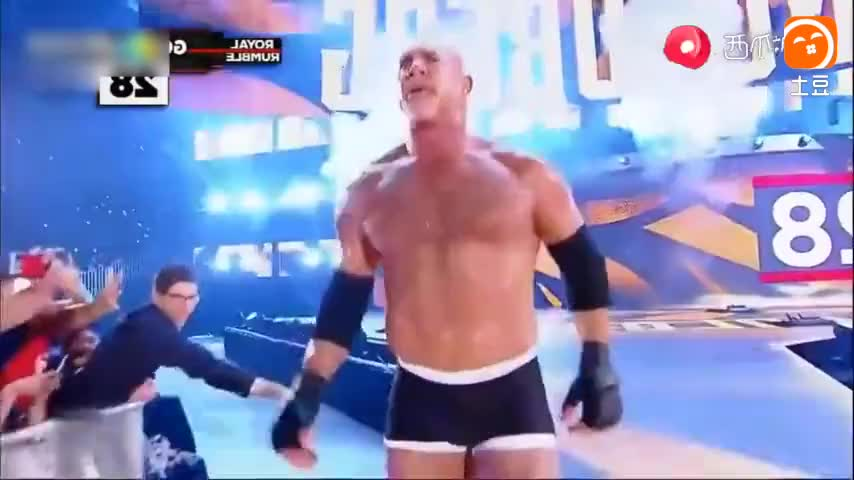 WWE 战神高柏霸气归来 强势飞冲肩秒杀布洛克 决战送葬者