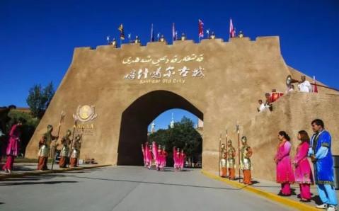 尽管进入冬季,但喀什噶尔古城景区旅游却热度不减,来自四面八方的游客