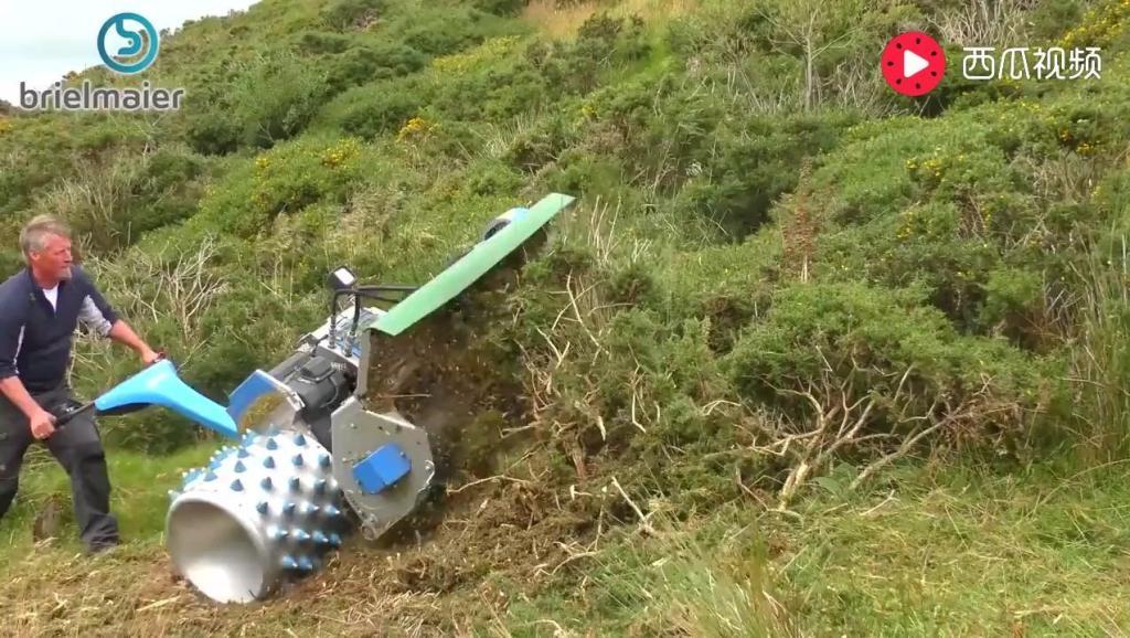 科技: 巨大的割草机,割起草来就像疯了一样
