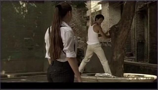 姑娘请李小龙喝咖啡,完了还要跳恰恰舞,李小龙对她不感兴趣