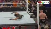 WWE WWE 莱斯纳狂怒失控大暴走!罗林斯屁滚尿流逃窜 现场一片狼藉!