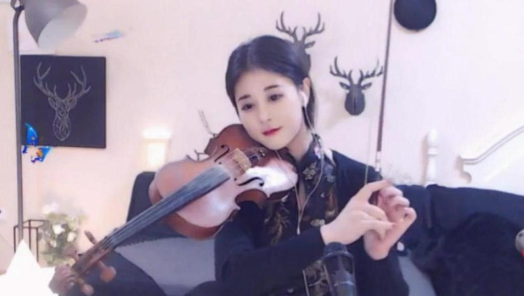 美女主播寒龙儿小提琴演奏很好听的曲子《大鱼海棠》她的声音你会难忘!教学入门基础自学