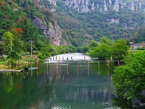 10月3日浙江最长玻璃栈道-- 绍兴新昌空中玻璃栈道,重阳宫,穿岩十九