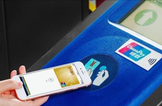 日本游客质问: 中国人买什么东西都用手机支付, 没电了该怎么办