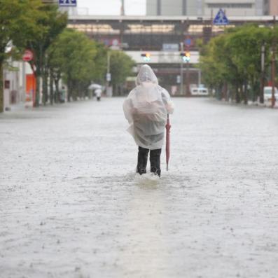 医院被淹铁路停运, 丰田汽车也停产了 创纪录暴雨侵袭日本九州,