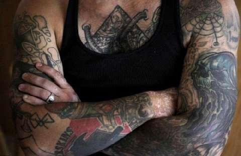 美国黑社会头目为家庭洗掉纹身, 从此变身好男人 1