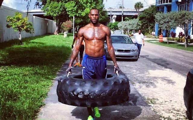 詹姆斯肌肉训练-詹姆斯肌肉训练视频/詹姆斯训练计划/詹姆斯的肌肉有多恐怖/詹姆斯训练肌肉图片
