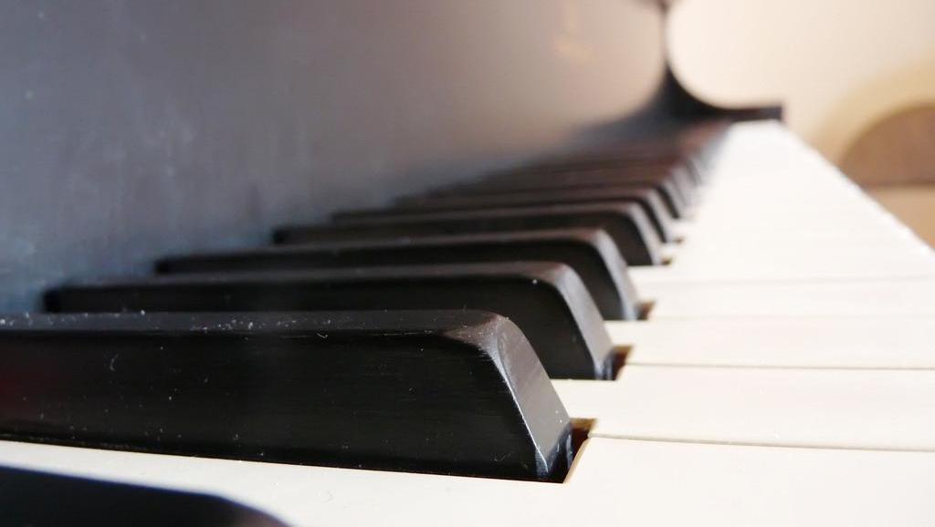 好听的钢琴谱演奏: 忘记我自己,菊梓乔 HANA 简单钢琴谱教学