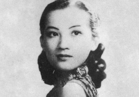 广为传唱的歌曲代表作有《天涯歌女》,《四季歌》,《夜上海》.