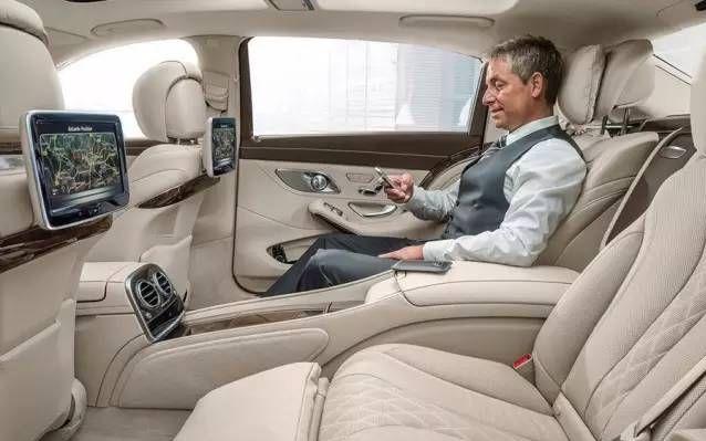 试驾奔驰S600迈巴赫,后座体验如飞机头等舱!