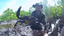 这么大的螃蟹,你敢抓吗?