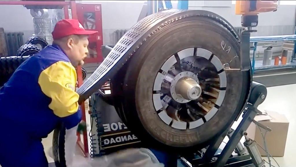 国外20块一个的旧轮胎,翻新后就能卖100多,整个过程让人看懵