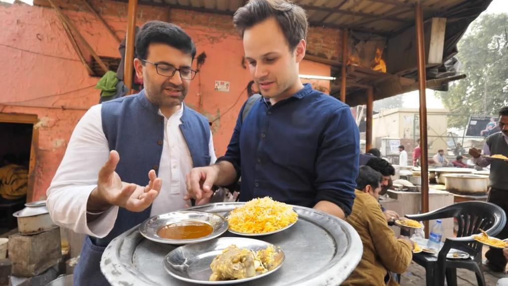 吃货老外在印度,花200卢比吃特色手抓饭,吃一口就连声说好吃