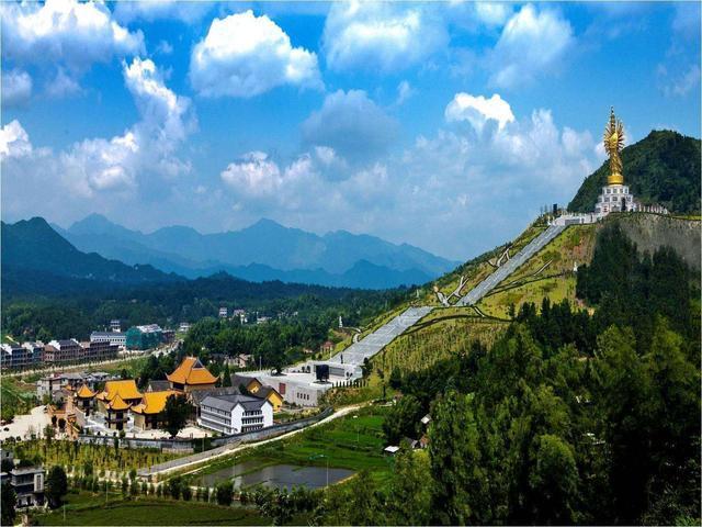 境内自然风光秀丽,拥有灰汤温泉养生之奇,沩山风景名胜区等著名景区景