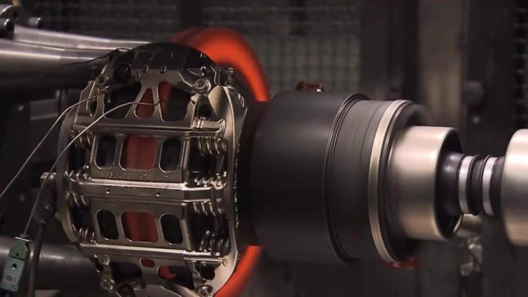 测试时速290公里的F1赛车动力系统急刹,会发生什么变化