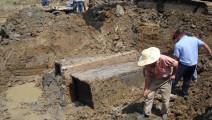 村民炸山修路,却炸出一座古墓,还发现了一件金楼玉衣