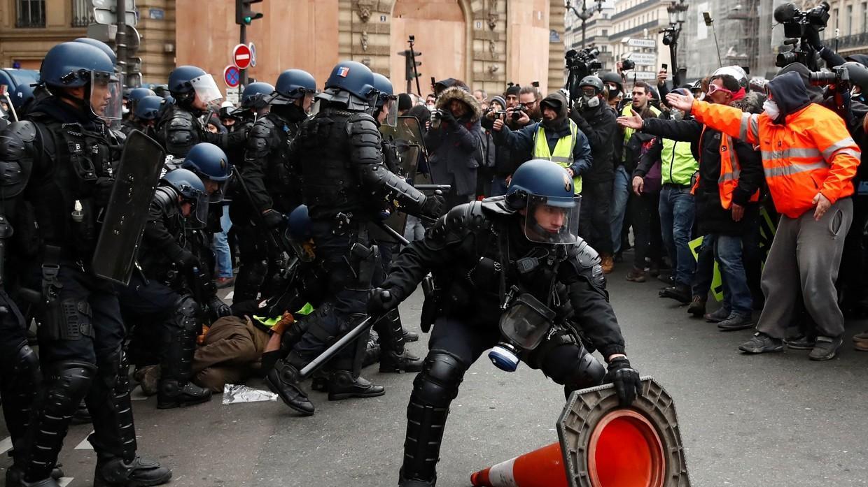 """巴黎""""黄色背心革命""""进入""""第五季"""", 抗议活动演变为暴力活动"""