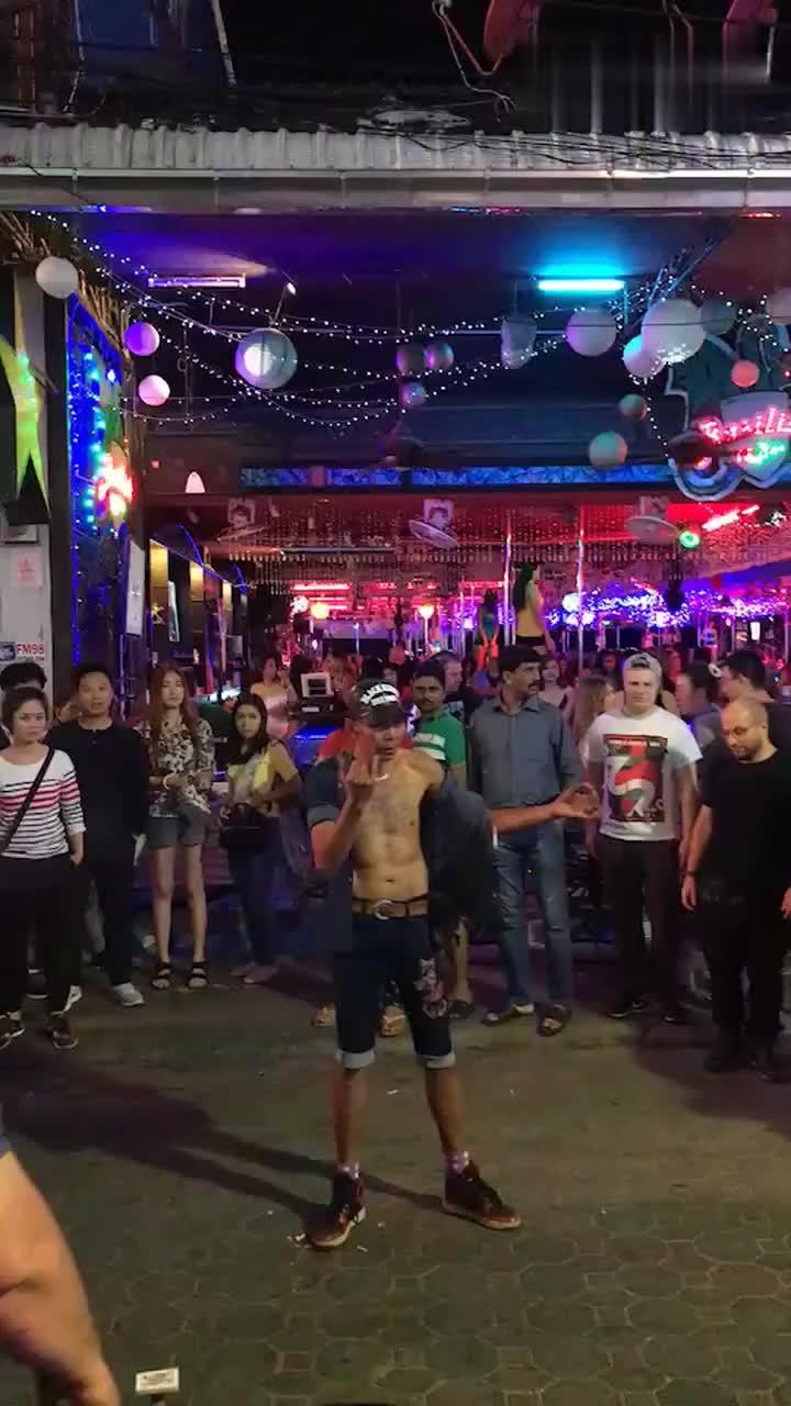 泰会玩#泰国街头魔术表演