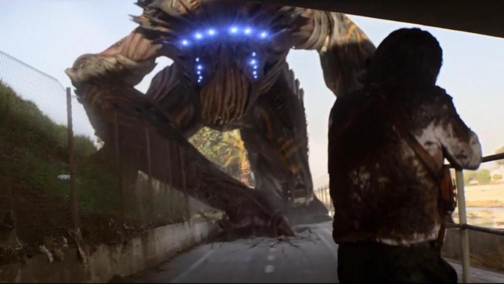 这部科幻恐怖片震撼!活人被掀开脑盖骨给外星人吃大脑