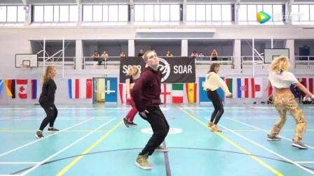 迈克尔杰克逊舞蹈老师布莱恩爵士编舞赛琳娜戈麦斯
