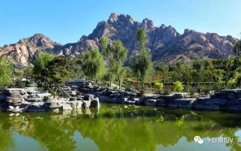 三牙山风景区位于靖西县城西3公里处,这是一片由碳酸岩构成的岩溶山