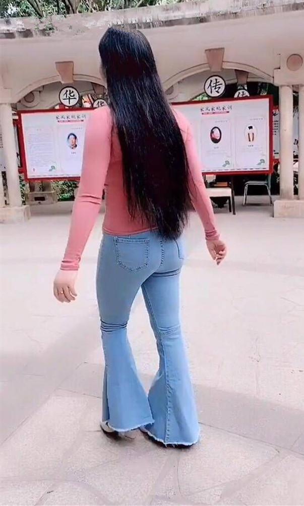 街拍美女: 三十三岁的大表姐, 穿这身去相亲, 为了搏个好彩头  第8张