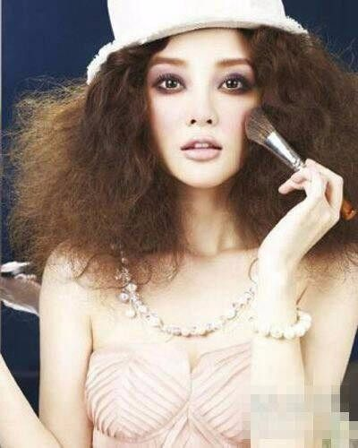 同样是泡面头发型, 赵丽颖最呆萌可爱, 迪丽热巴依旧美艳动人