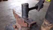 这种锤子为何不会反弹?把它锯开你就明白了