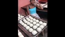 非洲女孩习得中国面食厨艺,非洲开店做中国馒头和油饼,从此吃穿不愁