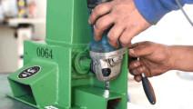 把角磨机改造成锋利的粉碎机,这可以说是很厉害了!