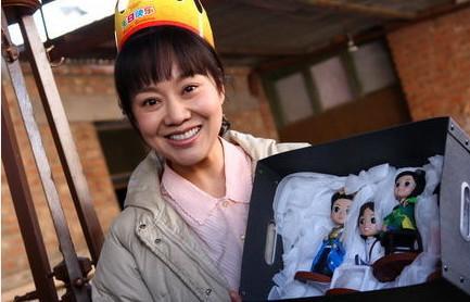 46岁闫妮素颜照曝光, 穿衣打扮没形象