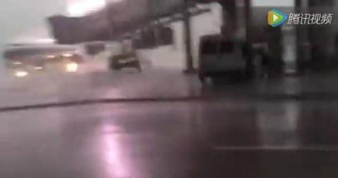 5月30日下午,有关揭阳潮汕国际机场飞机被雷击的视频在网上流传,通过