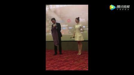 明星刘诗诗邓超参加发布会现场,男神好搞笑啊,女神气质好好!