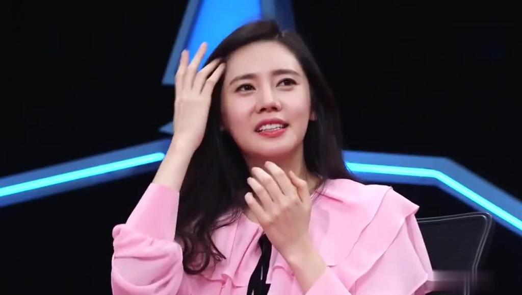 秋瓷炫带于晓光去给韩国粉丝送惊喜,于晓光比粉丝还激动