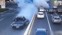 汽车爆胎到底有多可怕,老司机都避免不了!