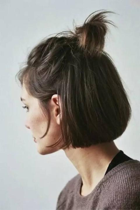 长发女生 半个丸子和长发的结合,既有长发的温婉妩媚又有丸子头的