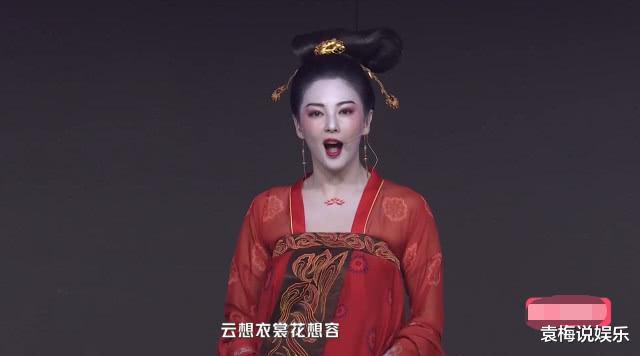 张雨绮舞台上再次扮演杨贵妃, 看到衣服勒出的赘肉, 让人不忍直视!