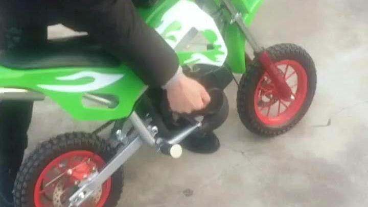 迷你摩托车,这个打火方式很奇葩
