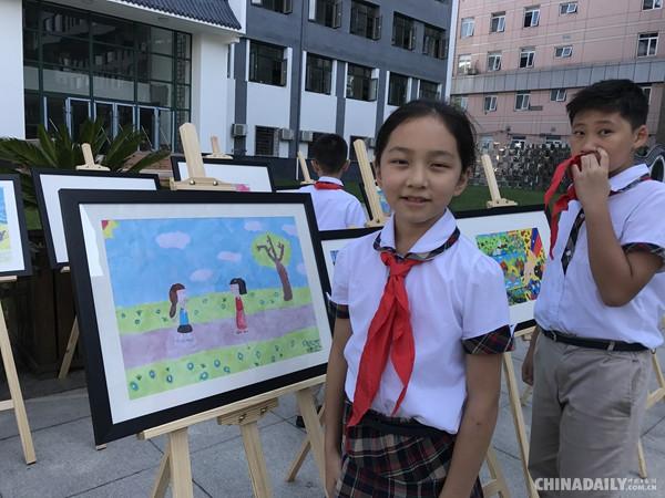 """小学生手绘""""一带一路"""" 献爱心救助心脏病儿童"""