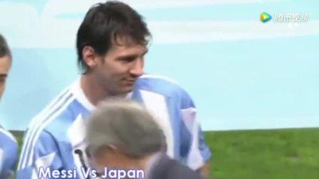 梅西和日本队踢比赛, 双方握手时, 梅西这个勉强的笑容我很满意!