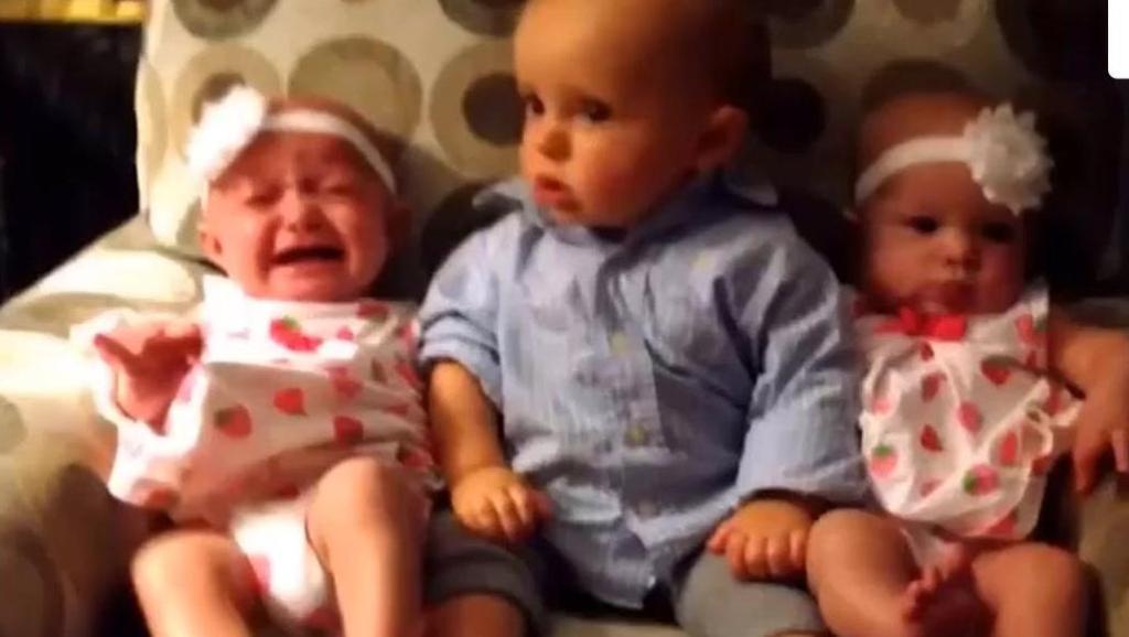 小男孩第一次看双胞胎,然后怀疑人生了