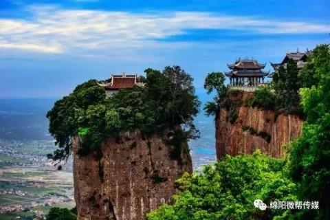 窦圌山,又名圌山,位于四川江油城北20公里的涪江东岸武都镇.