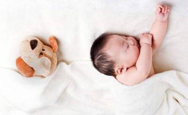 新生儿睡眠时间长与少的正解 新妈们的宝宝睡眠焦虑症有救啦