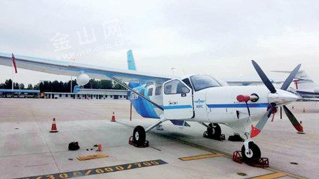 镇江口岸首次进口小型飞机