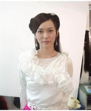 45岁牡丹仙子郭妃丽近照曝光, 嫁得好幸福在脸上