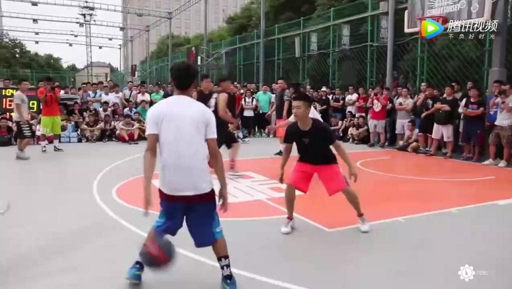 中国街球比赛,现场尖叫不断,没想到我们大中华也这么牛